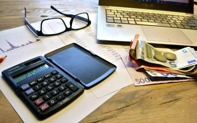 消費税を免税されている個人事業主でも消費税を請求しても大丈夫? 消費税の計算方法も併せて紹介