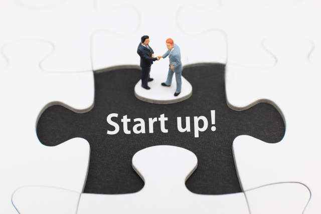 スタートアップで働く方法とメリット、ベンチャーとの違いを解説