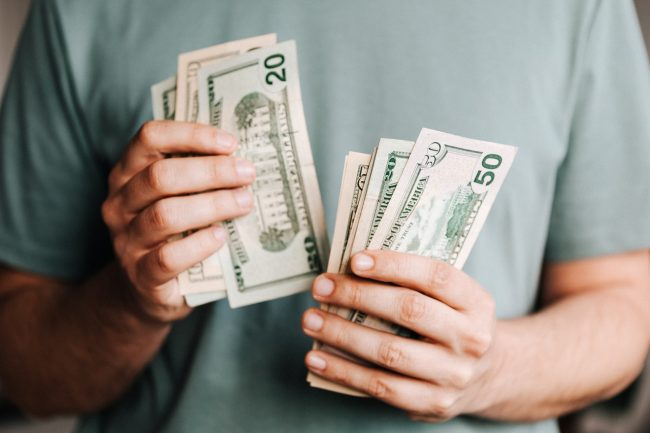給料が下がる転職をしても良い人とは?生涯年収を上げる方法も解説!